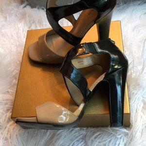 Tahari Black & Beige Patent Leather Sandals 7.5